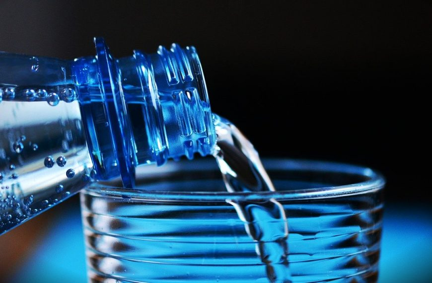 Purified Water vs. Spring Water: Your Definitive Guide to Buying Water Abroad
